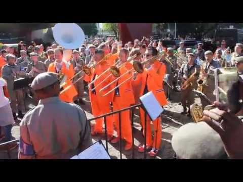 0 Banda Holandesa e Banda da Polícia tocando juntas Aquarela do Brasil