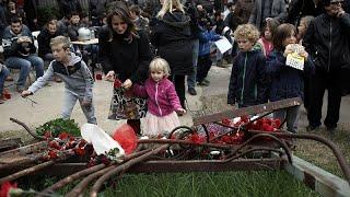 Πολυτεχνείο: Νεαροί απαγόρευσαν σε στελέχη του ΣΥΡΙΖΑ να καταθέσουν στεφάνι…