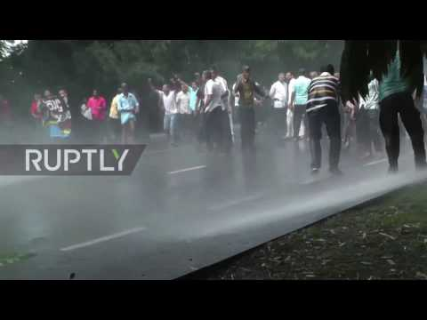 Sri Lanka: Police disperse Colombo protest with water cannon