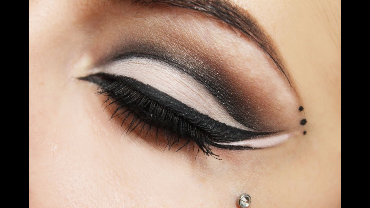 dramatic cat eye tutorial with optional halloween makeup youtube - Cat Eyes Makeup For Halloween