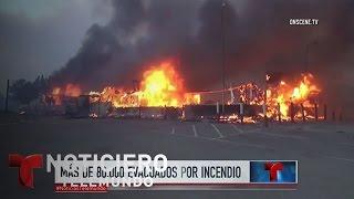 Más de 80 mil evacuados por incendio en California   Noticiero   Noticias Telemundo