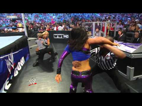 SmackDown: Layla vs. Michelle McCool