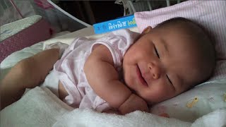 아기 웃는 동영상: 태어난지 3개월 예린이 자면서 웃는 모습