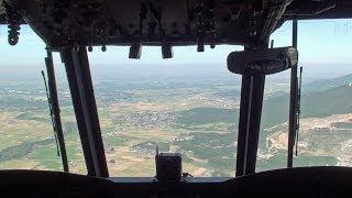 陸上自衛隊霞ヶ浦駐屯地で行われた体験搭乗の様子です。 1番機に案内い...