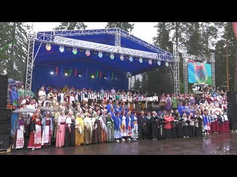 """Гимн Карелии в исполнении хора из тысячи человек (Видео: """"Сампо ТВ 360"""")"""