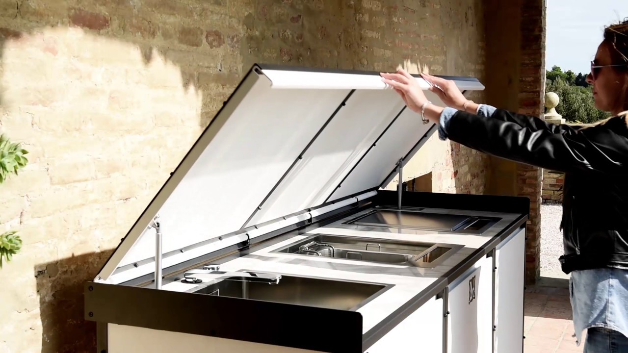 Luxury Outdoor Kitchens by Samuele Mazza: Linear kitchen with ...