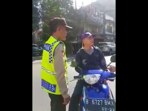 Pemotor Tengil Lawan Arus Marah-marahi Polisi Tua