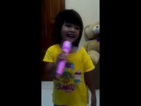 Anak kecil pintar nyanyi dan joget cover sayang wawes