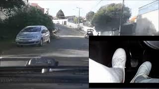 Conversões, rua estreita e carros estacionados