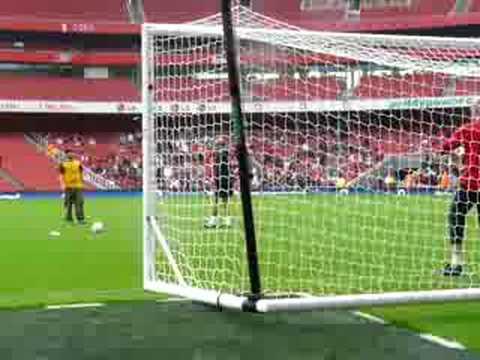Scoring a penalty against Almunia at Emirates Stadium