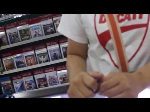 В магазине видеоигр Таиланд