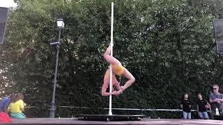 Démo de Pole dance à la Fête des sports dans l'Oise