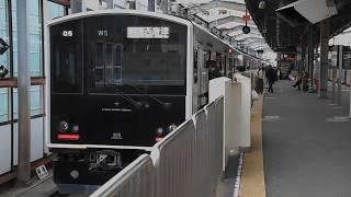 西唐津行き普通列車(305系W5編成)・姪浜駅に到着