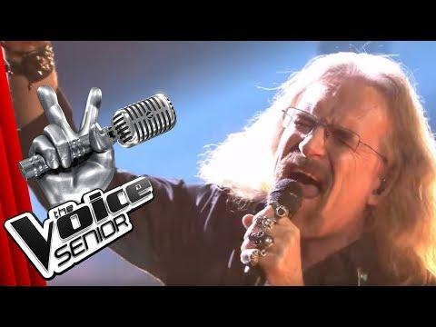 "AC/DC - Highway to Hell (Wolfgang ""Thunderwolf"" Schorer) | The Voice Senior | SAT.1 TV"
