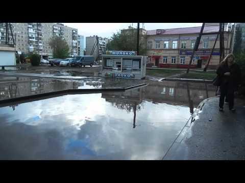 Дом в центре Красноармейского района тонет от забитой ливневки