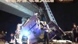 2011.07.23 中国高速鉄道 脱線事故 救出活動の様子