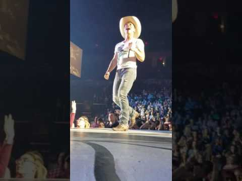DUSTIN LYNCH --SMALL TOWN BOY--LIVE OKLAHOMA CITY FEBRUARY 2017