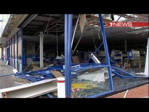 Australia, Perth Tornado incredible video 2012