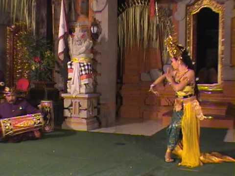 iPhone soft(Power Ubud) Olegtambulilingan dance by Ayu elder sister Yuliati and Bidani 1