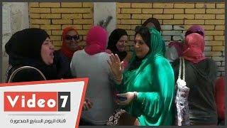 تصرف مصرى أصيل من سيدة عقب خروج ابنتها من امتحان الكيمياء