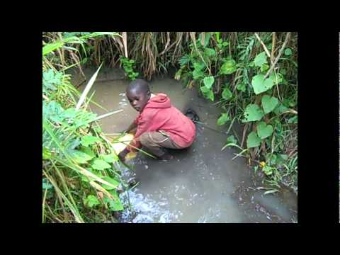 Kijumbura - Kid collects dirty water thumbnail