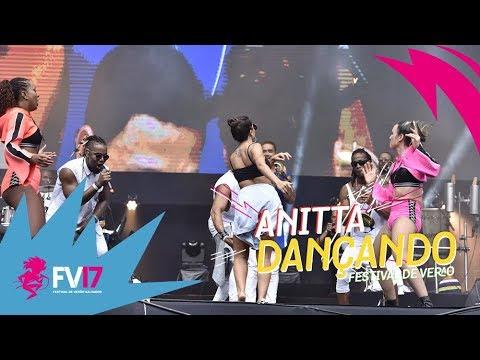 Anitta dançando Molejinho no Festival de Verão