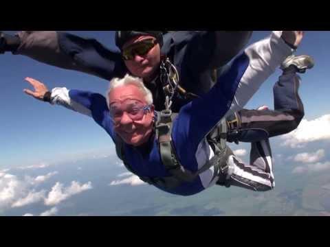 Станислав Попов: прыжок с парашютом