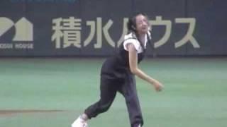 東京ドームで7月6日、プロ野球OBらによる試合が行われ、始球式に登場...