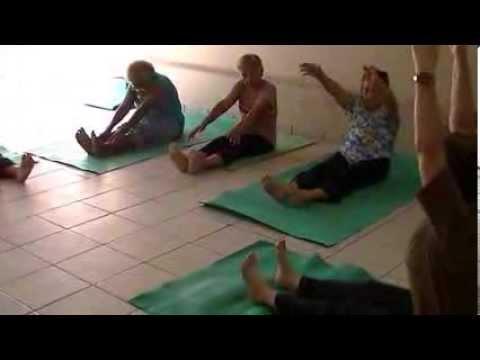 yoga ucis  postura sentada pascimottanásana deitada