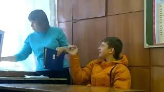 Обнаглевший школьник  Издевательство над учителем mp4