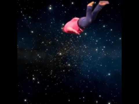 Muse — supermassive black hole очарованные загадочностью вселенной, участники muse мечтают провести концерт в невесомости.