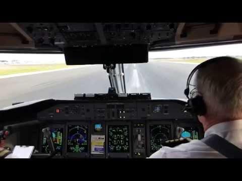 On The Flight Deck Bombardier Dash 8 Q400  (1)  ..... (ツ)