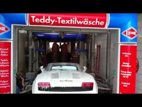 lamborghini-weiss-in-extrol-waschstrasse-freiburg-haid