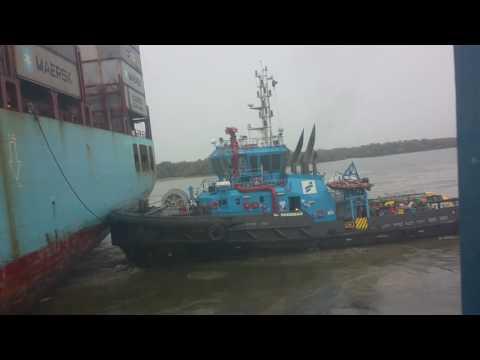 Kapal ASD Tug SmitLamnalco berthing and Unberthing