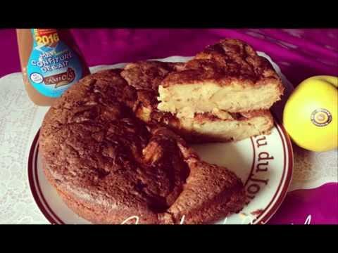 gâteau-au-yaourt-et-pommes-à-confiture-de-lait