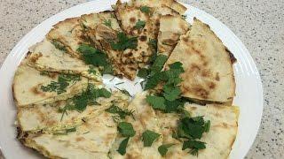 Диетическая горячая закуска из лаваша с курицей и сыром (творогом и сыром).