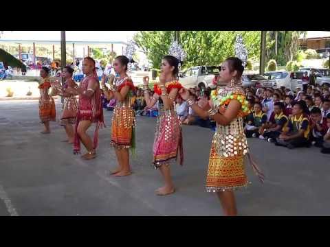 Ngajat pelajar SMKLBM sempena Gawai Raya 2016