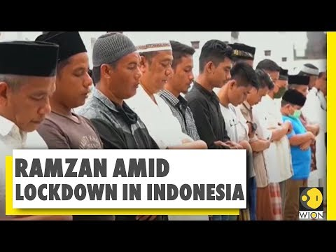 Indonesia marks the beginning of Ramazan | Hundreds flout COVID-19 restrictions