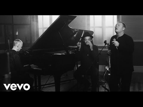 UB40 featuring Ali, Astro & Mickey  Many Rivers To Cross Unplugged  Live