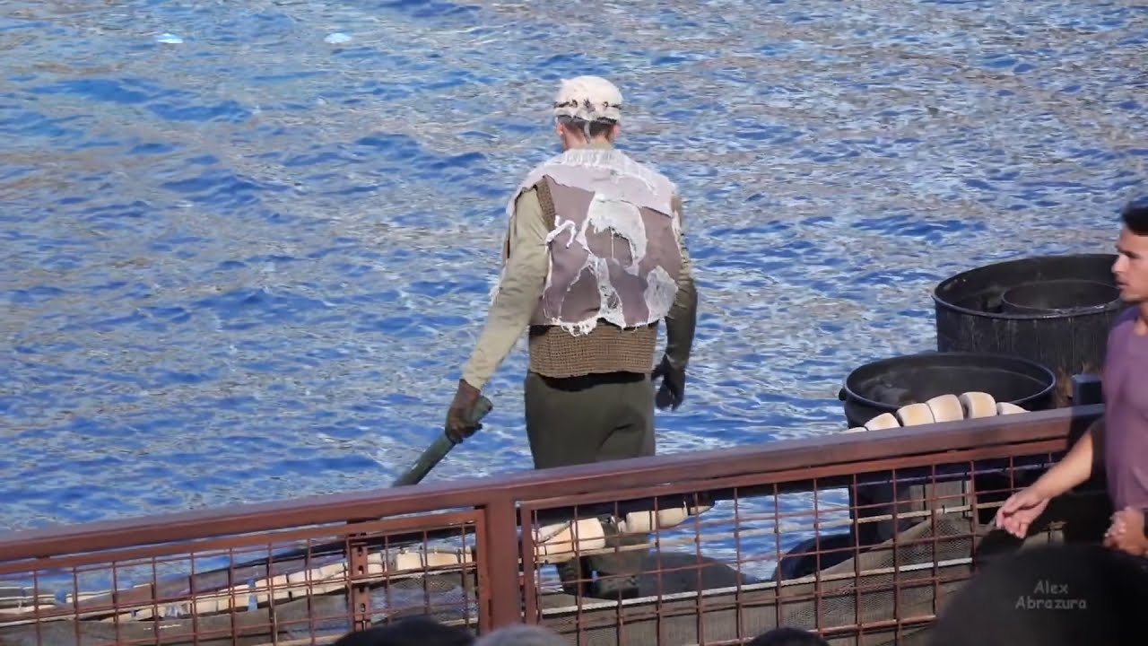 Download An incredible incident happened! WaterWorld stunt show at Universal Studios Hollywood