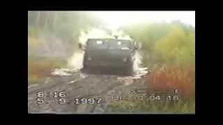 Камаз и Урал. Камаз прёт по грязи как танк. Следом Урал.