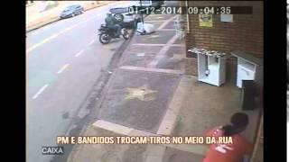 Bandidos roubam malote e trocam tiros com a Polícia Militar em Betim; motociclista é balead