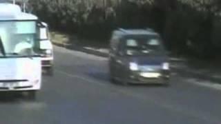 Bebê entra em rodovia movimentada da Turquia