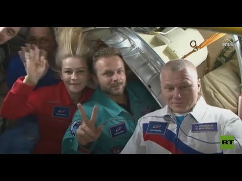 هكذا ودع الفريق السينمائي الروسي من بقوا في محطة الفضاء الدولية  - نشر قبل 23 ساعة