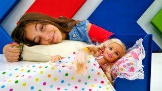 Видео для девочек - кукла Барби и Вика поменялись местами