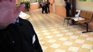 Куркино. Охрана школы 2005 не пускает депутата на собрание ветеранов района 28-04-2014(, 2014-04-29T05:20:59.000Z)
