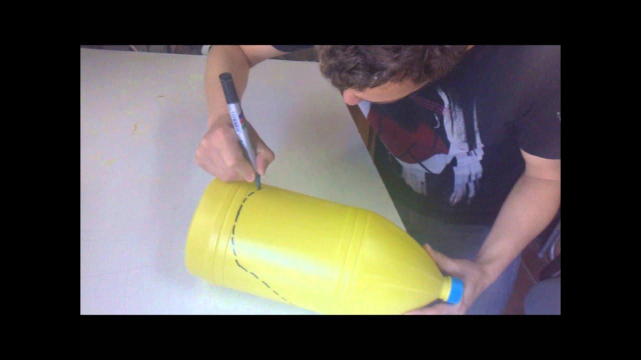 Plastic bottle into gardening shovel pala de jardiner a for Pala de jardineria