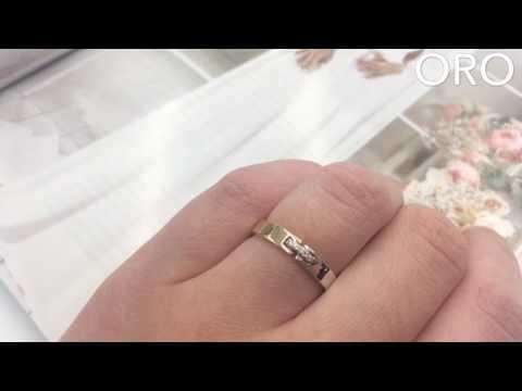 Нежное сочетание белого и красного золота в обручальном кольце с бриллиантами