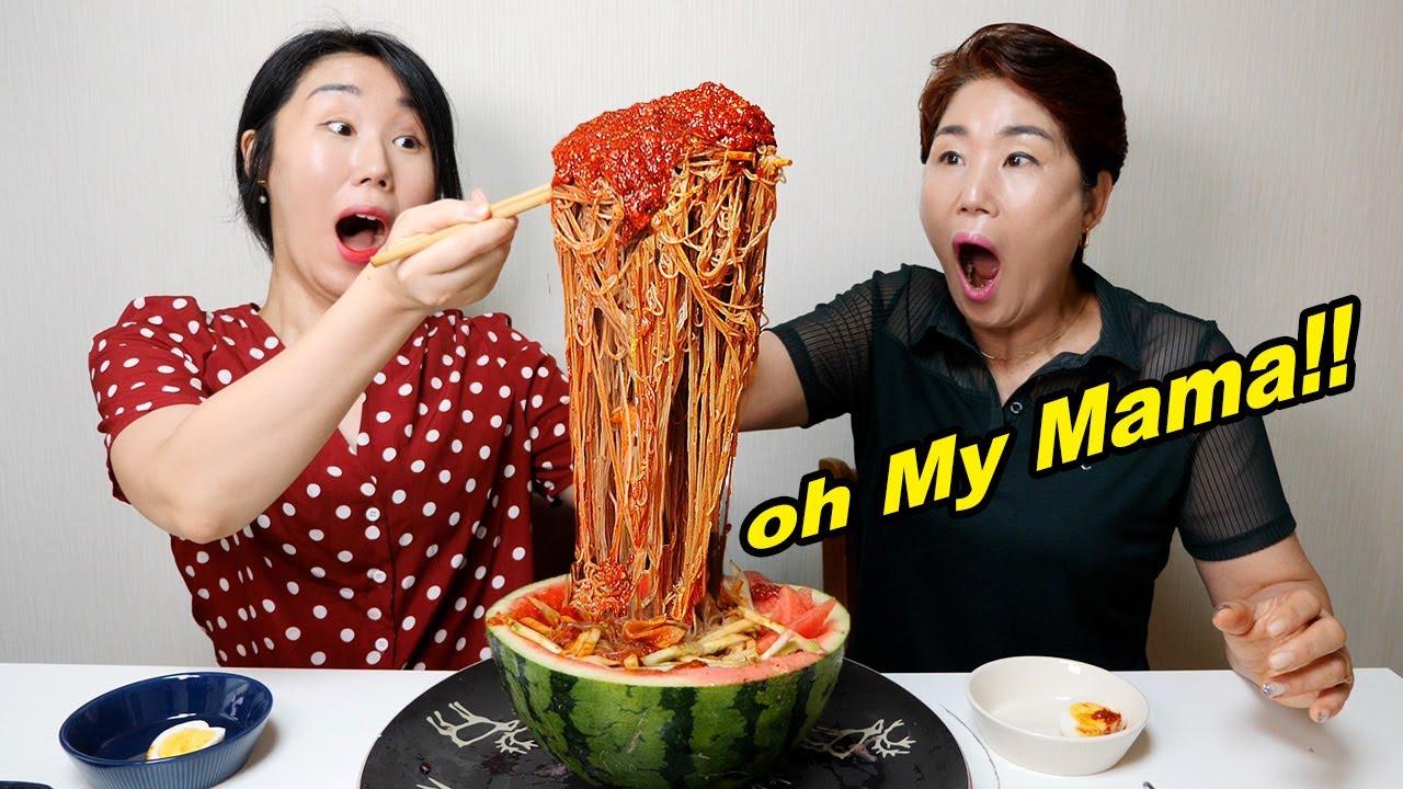 Mie + Es batu + Jus semangka + Bumbu dower = Mie Dingin Korea!