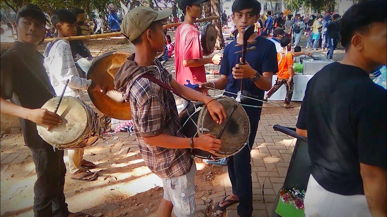 Pemain musik Ondel Ondel